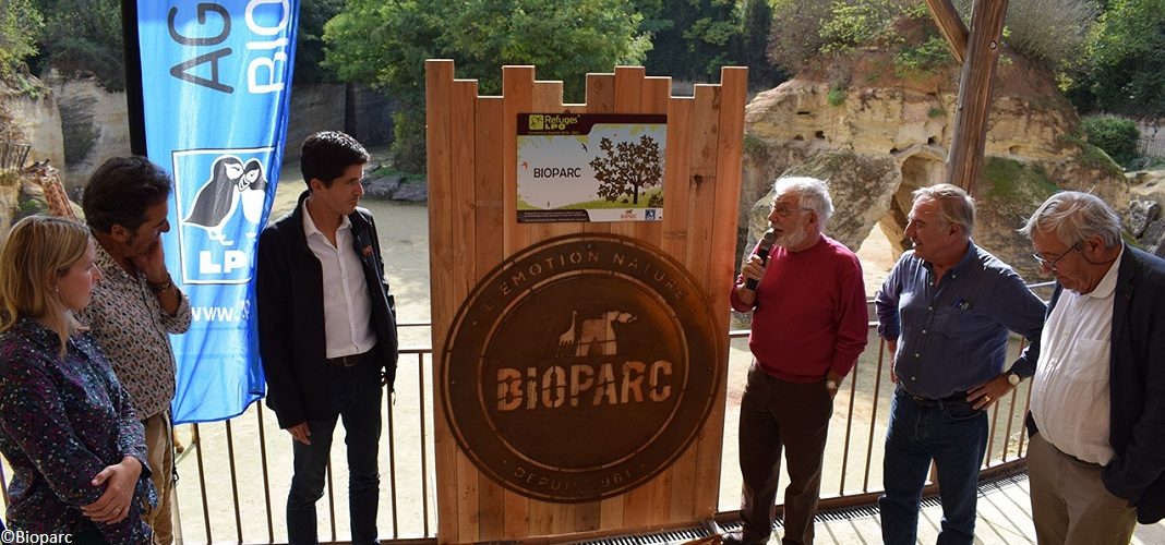 Plaque officielle de la LPO au Bioparc
